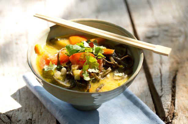 """Thaisuppe mit Algen-""""Pasta"""""""