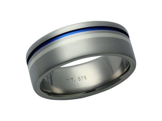 Titanium ring with a thin silver inlay, also containing a characteristic blue oxidised groove. The ring has a brushed finish. Ted Daniels.
