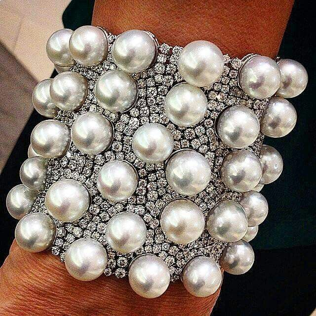 Stunning South Seas pearl bracelet with 58.03 carats of diamonds set in 18k white gold.