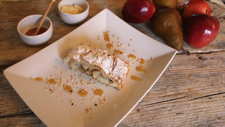 Strudel con pere, nocciole, cioccolato bianco e miele di castagno