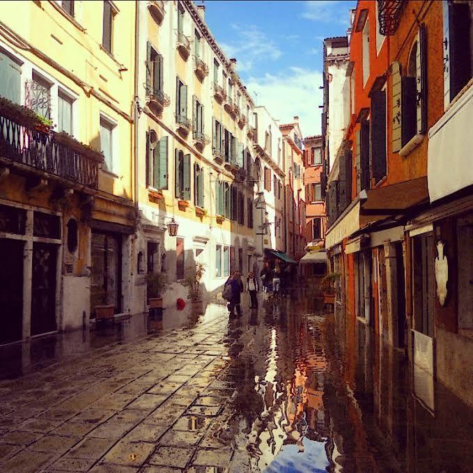 Bentornata l' #acquaalta in Salizzada San Samuele ! #venezia