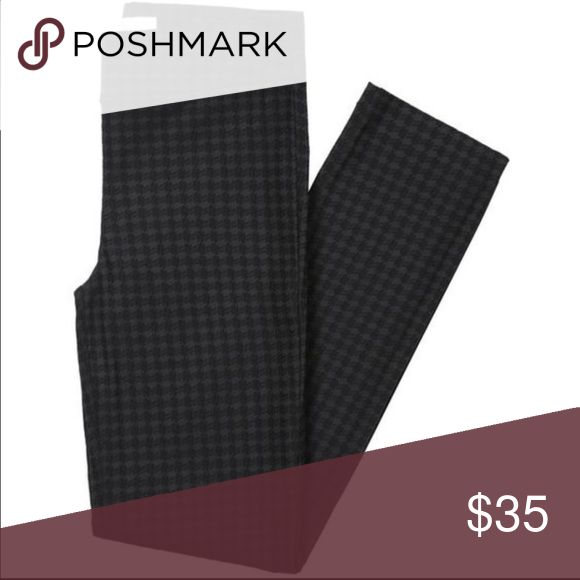 Margaret M Houndstooth Pants Margaret M houndstooth straight leg dress pants. Size medium. Perfect for business casual. These dress pants fit like leggings! They are so comfortable. Worn less than five times. Margaret M Pants Trousers