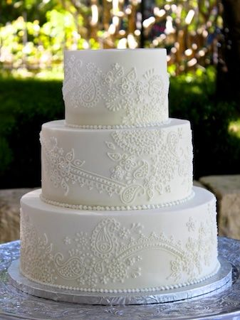 Our beautiful henna/paisley design on a smooth buttercream wedding cake #paisleyweddingcake #weddingcake