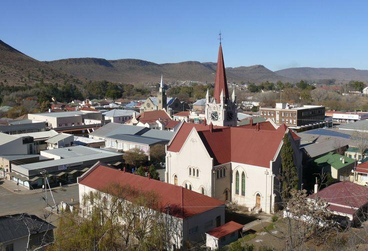 Gebou van die Gereformeerde gemeente Burgersdorp, Kaapland (voorgrond)