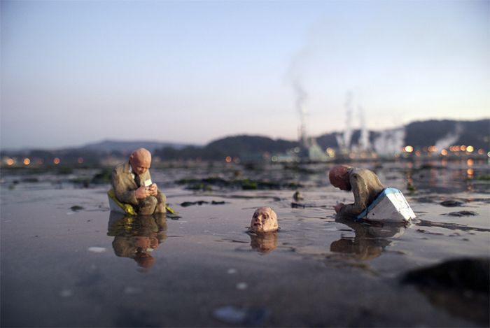 Cement Eclipses 2012 - Isaac Cordal