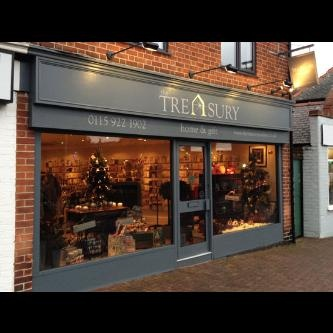 Hand painted shop front signwriting in Nottingham, with goldleaf embellishment