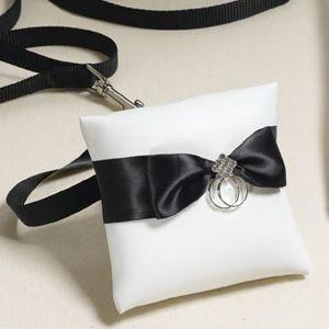 Gyűrűspárna feketével kombinálva Chrysalis Esküvő -www.chrysalis-eskuvo.hu