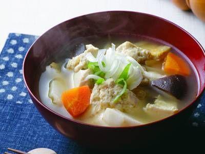 奥村 彪生 さんの木綿豆腐を使った「けんちん汁」。