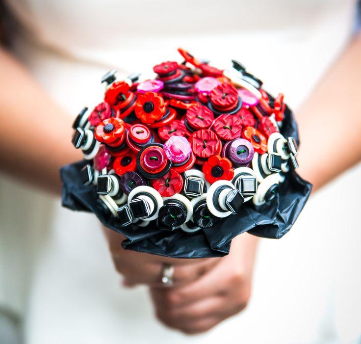 Bukiet ślubny wykonany z guzików