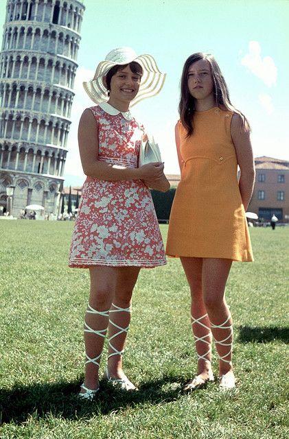 """""""1970..die had ik ook!!! ook witte!! romeinse sandalen. Ja sexy toen!!!"""