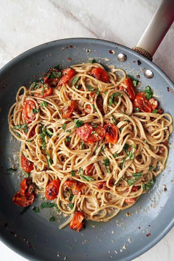 Schwarzer Pfeffer u. Parmesankäse-Spaghettis mit Knoblauch gebratenen Tomaten
