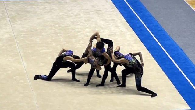 Η ομάδα ρυθμικής γυμναστικής του λυκείου Ihara της Ιαπωνίας, σε μια εντυπωσιακή εκτέλεση από αθλητικό διαγωνισμό τον Μάρτιο του 2016.