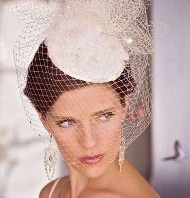 Cappelli+da+sposa - Cappellino+fissato+con+forcine