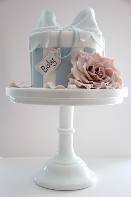 Cotton and crumbs came to Faircake to teach this beautiful boutique vintage cake