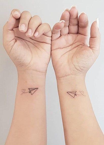 Tatuagem de viagem: 90 ideias para quem ama tattoos e viagens | Tatuagem de viagem, Tatuagem, Tatuagem de casal delicada