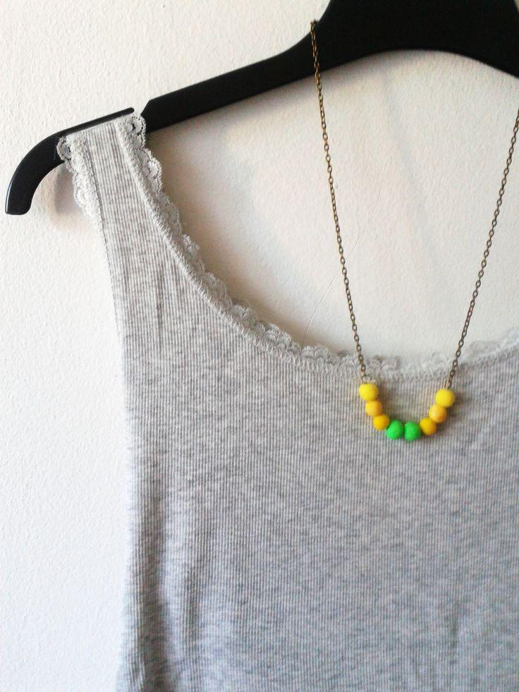Neon ombre gyöngyös nyaklánc. Antikolt bronz színű láncon a neon árnyalatai. Csodás nyári viselet.