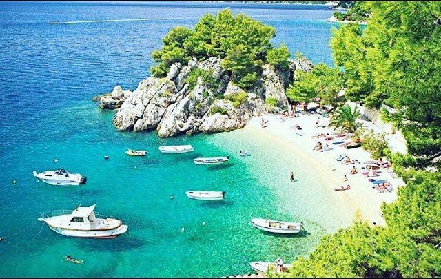 Croatia este o destinatie de vara foarte indragita de multi dintre noi datorita plajelor sale superbe desprinse parca din povesti, lagunelor cu apa clara, muntilor stancosi care se contureaza pe ape turcoaz si nisipuri fine ✅‼️4️⃣6️⃣2️⃣€‼️Tariful include 👉8 zile / 7nopți cazare și  masa conform ofertei 👉zbor direct cu bagaj la cala și catering👉asistenta in limba romană 👉transfer 👉asigurare medicala 👉pachete pentru turiști VIP . Perioada pachet 16 - 23.06.2017 #TopFly #bucharest #travel…