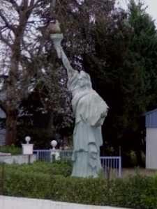 Réplique de la statue de la liberté à Montagnat. Ain