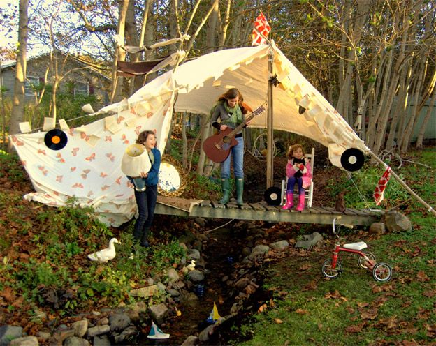 Outdoor fort: Blankets Forts, Outdoor Inspiration, Backyard Fun, Outdoor Forts, Trees Forts, Backyard Plays Area, Backyard Camps, Backyard Tent, Kid