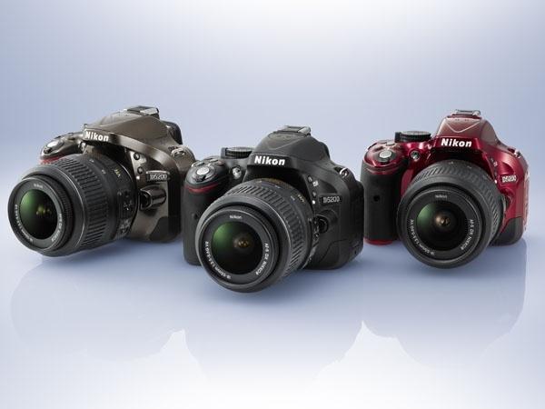 Nikon yeni dijital SLR fotoğraf makinesi Nikon D5200′yi tanıttı.    Nikon D5100 giriş seviyesi dijital SLR fotoğraf makinası 'nın bir serisi.Yeni modeli Nikon 'un Yeni ürünü D5200  , D7000 'de ki 39 noktaya otomatik odaklama sistemi ve 2.016-piksel RGB sensörü ile birlikte aynı çekirdek özelliklere sahip.