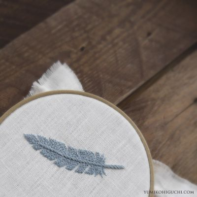 #1 of 2  feather embroidery.   http://yumikohiguchi.blog105.fc2.com/page-1.html