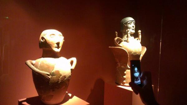 Exemples d'antroporphisation des urnes cinéraires pour les anses,la panse,le couvercle.. #Etrusques @Hélène Herniou