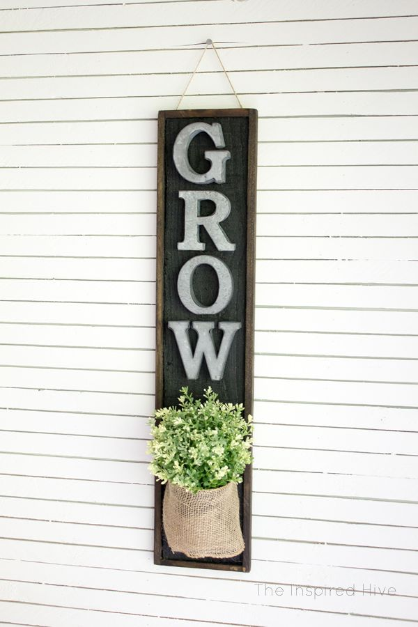 DIY wall planter. Perfect idea for the modern farmhouse kitchen! Tutorial on how to make a wooden wall planter with black and wood tones plus burlap ribbon and galvanized metal accents. #farmhouse