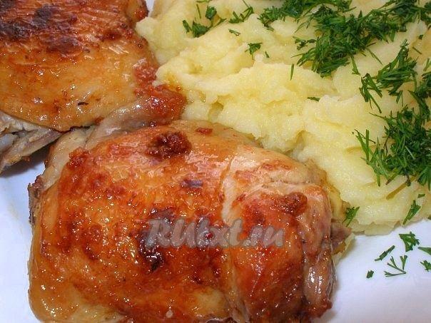 Жареные куриные бедра в чесночном маринаде