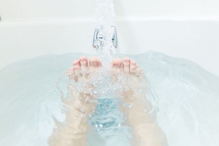 For runners who experience sore or aching feet, indulge your toes in this DIY foot soak.