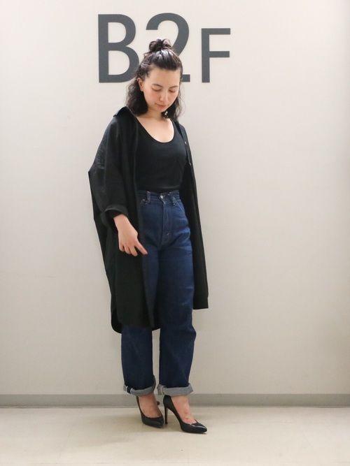 One piece : ADAM ET ROPÉ Pants : LEVI'S VINTAGE CL
