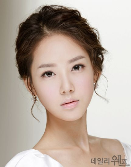 Fresh in Pink Korean  Bridal  Looks Cabello Belleza