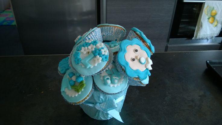 Cupcakes, baby shower, blue, boy, fiori, bimbo, scarpette, nome, name, nascita bimbo, passeggino, body, tutina,composizione, mazzo fiori, vaso fiori