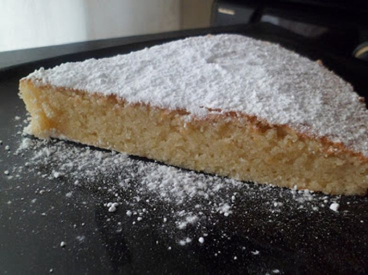 La tarta de almendra o tarta de Santiago, es un postre típico de Galicia, es un bizcocho muy rico y sabrosa con un sabor delicioso a la almendra. Os gustará!!!