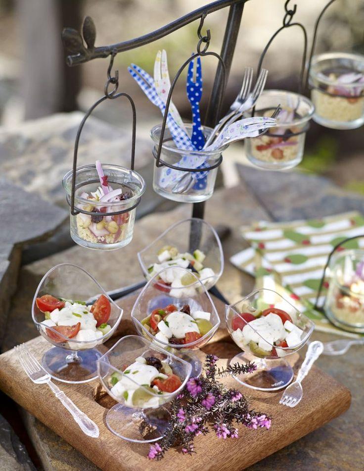 Las 20 recetas de ensaladas ligeras, refrescantes y muy saludables para comer en verano con ingredientes como el aguacate, cuscus, pimiento, queso, naranja,...