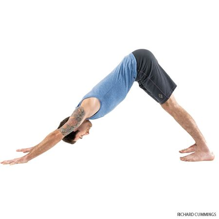 1° sequenza Incorporating a twice-daily yoga routine can help improve posture and relieve back pain. Start in Downward Dog, roll through to Plank, lower into Chaturanga Dandasana, and finish in Upward Dog. Repeat twice.