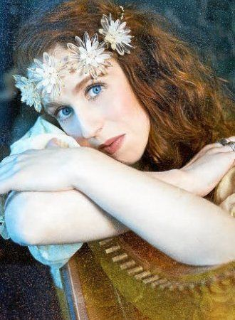 Cécile Corbel - Joven arpista y compositora de origen bretón que hace maravillas con su dulce vocecita y sus bellos acordes. ¡De esta francesita de pelo de fuego lo quiero todo!