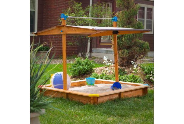 下がる屋根がカバーに。これでお庭の砂場で遊べるね!   ROOMIE(ルーミー)