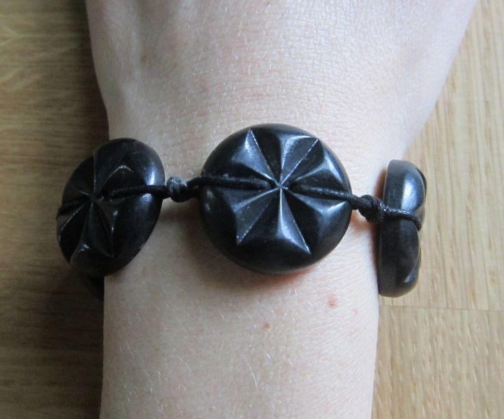 Bracelet boutons noirs et fil coton : Bracelet par natu-recup