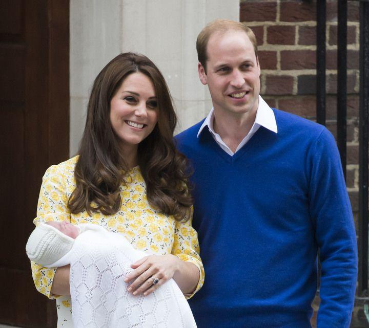 Фото: Новорожденная девочка — первая дочка в семье герцогов Кембриджских и четвертый претендент в очереди на королевский престол - Кейт Миддлтон родила дочь - Фото 1   Леди Mail.Ru