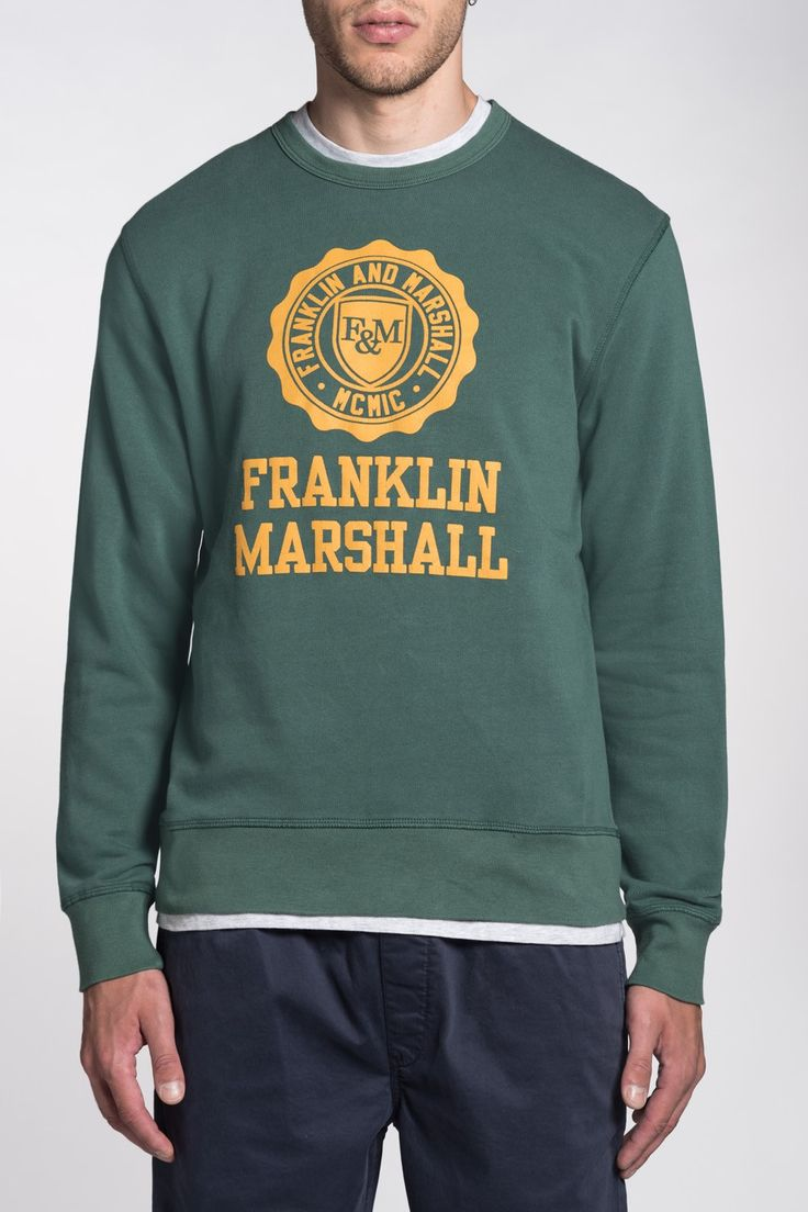 Round neck sweatshirt. Maxi printed Franklin & Marshall logo with contrasting colour. Distressed dye. Plush fabric. Narrow-ribbed collar and cuffs. Regular fit. Model (H.189cm) wears L.
