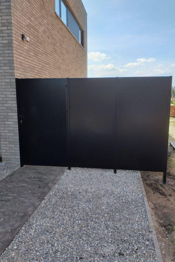 Sichtschutzwand Aus Aluminium In Ral 9005 Mit Tor Sichtschutzwande