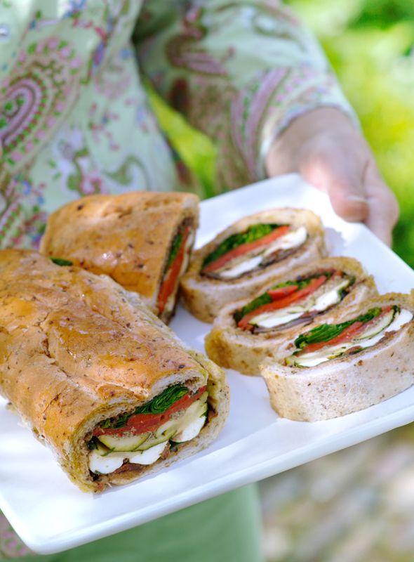 Italiaans brood met mozzarella en gegrilde groenten