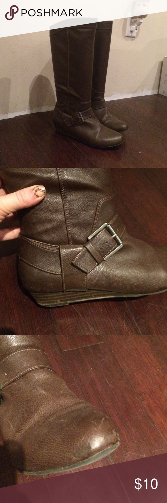 """Brown Women's Riding Boots Size 7 Liz & Co Brown Women's Riding Boots in Size 7. About 1/2"""" heel. Some wear on the toes that I took a picture of, but I did touch them up with boot color. Otherwise in good shape! Height to the knee. Liz & Co Shoes Winter & Rain Boots"""
