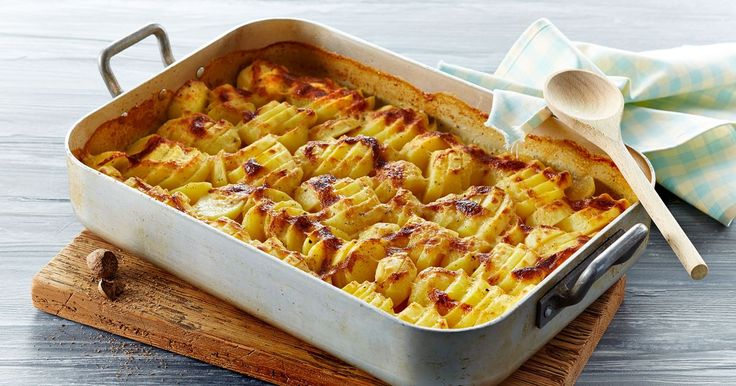 Flødekartofler er som oftest et hit og så kan du servere dem til alverdens kød, fx stegt, kogt eller glaseret hamburgerryg.