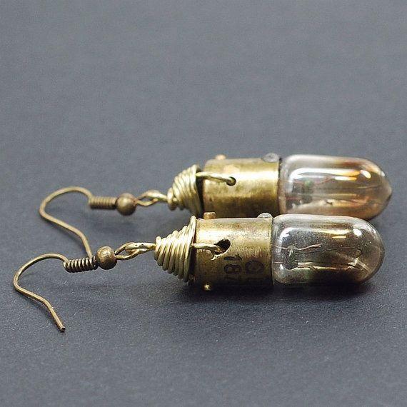 Steampunk Jewelry-Upcycled ottone bruciata lampadina orecchini, orecchini di Steampunk, Lightbulb orecchini, gioielli industriali di Tanith Rohe