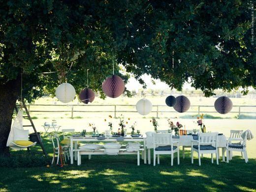 I serien ÄNGSÖ ingår bord, karmstolar och bänkar. Perfekt för sommarens alla fester!