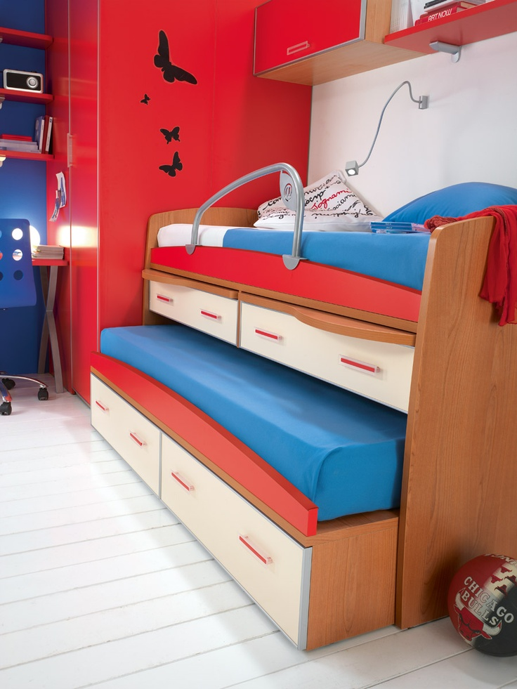 Red is the ideal color of the youngest... Like in this bedroom.