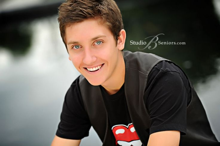 Google Image Result for http://studiobportraits.com/blog/wp-content/uploads/2011/08/Smiling-boy-senior-pictures-by-the-water-outdoors-in-Issaquah-near-Bellevue(pp_w860_h573).jpg