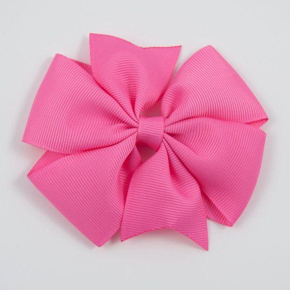 Este arco de molinete de color de rosa caliente tiene cinta color de rosa caliente. Se adjunta a un clip de cocodrilo forrado parcialmente aspectos solo de 1.75 con un apretón antideslizante. Este arco es aproximadamente de 4 de ancho. Te envío el artículo mediante correo de primera clase. Para el envío de actualizaciones, seleccione la opción correspondiente en la comprobación. Producto importante: Este artículo no es un juguete. Este producto contiene piezas pequeñas que constituyen un…