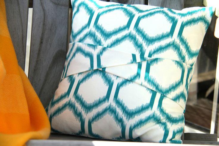 Cushion With A Twist Tutorial